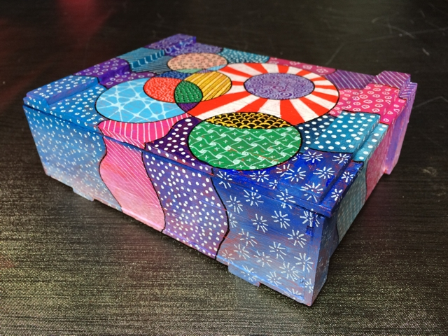 Sigar box with tangles 3 by Janet Plantinga